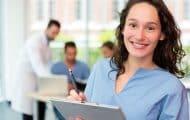 Le diplôme professionnel des aides-soignants devient un diplôme d'État