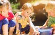 Les professionnels de la petite enfance refusent de brader la qualité de l'accueil dans les crèches