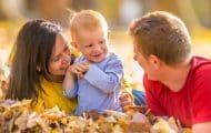 Places en crèches et congé parental court pour réduire les inégalités (OCDE)