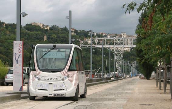 des villes exp rimentent les minibus sans chauffeur en compl ment des transports publics. Black Bedroom Furniture Sets. Home Design Ideas