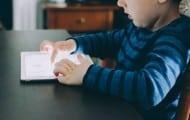 Enfants et écrans : encourager une meilleure protection