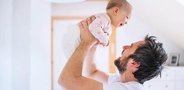 Le gouvernement vise 100 000 hommes en congé parental en 2017