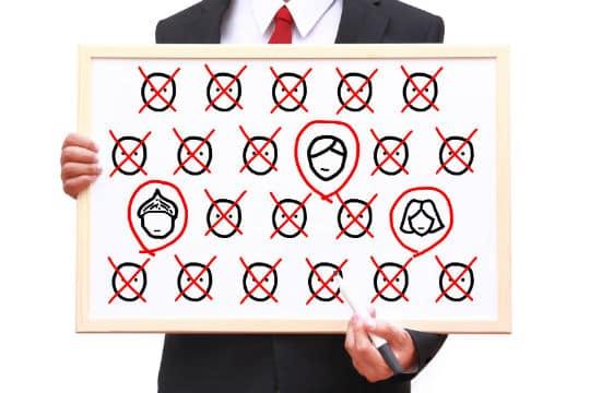 Hôpitaux, collectivités : les discriminations dans l'accès à l'emploi public