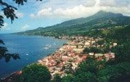 Des agents présentent une pièce sur la future collectivité territoriale de Martinique