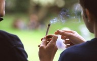 Les jeunes fumeurs de cannabis plus souvent en échec scolaire