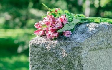 L'inhumation sur le territoire de la commune - lieu de vie est un droit