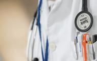 Quels sont les droits du fonctionnaire hospitalier inapte à la suite d'un accident de service ou d'une maladie imputable au service ?