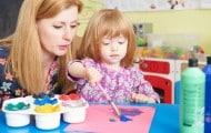 """Assistantes en maternelle : un rapport recommande de rendre la """"carrière plus attractive"""""""
