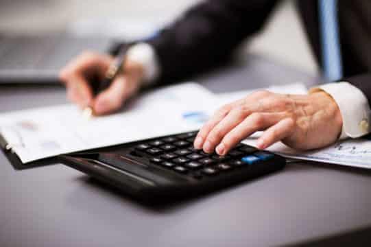 Le comptable public doit-il disposer de la date denotification d'un marché passé selon une procédure adaptée ?