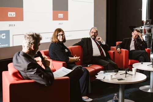 table ronde réunissant Michel Klopfer, Philippe Laurent , président du Conseil Supérieur de la Fonction publique et Sonia Pavic DGA RH d'Aix en Provence