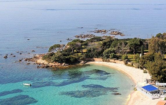 Le label Pavillon bleu décerné à 173 communes (390 plages)