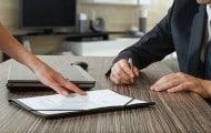 Quelles sont les conséquences de la signature d'un marché par un agent incompétent ?