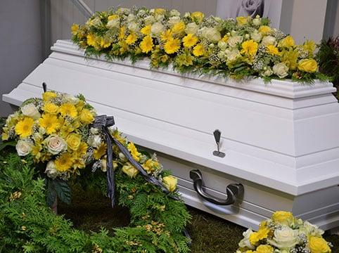 """Soins funéraires aux séropositifs : la fin d'une """"discrimination"""" post-mortem"""