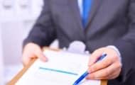 Quelles sont les conditions pour obtenir une reprise des relations contractuelles en cas de décision de résiliation injustifiée
