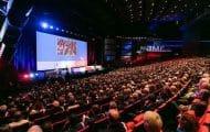 Édouard Philippe tente de répondre à l'inquiétude des maires réunis en congrès