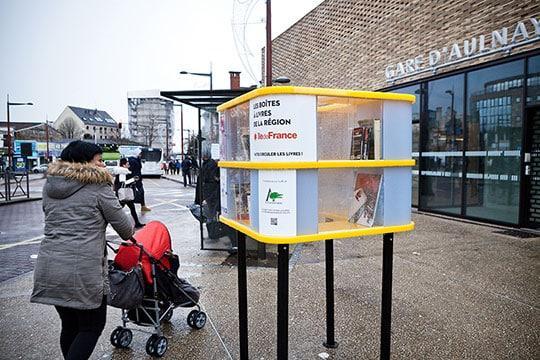 """La région Île-de-France met en place des """"boîtes à livres"""" dans 15 gares franciliennes"""