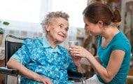 Autonomie : les proches aidants pourront bientôt bénéficier de dons de jours de repos