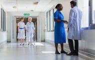 """Agnès Buzyn exprime son """"soutien"""" à l'hôpital mais réserve ses annonces"""