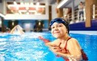Apprendre à nager à l'école : encore des progrès à faire