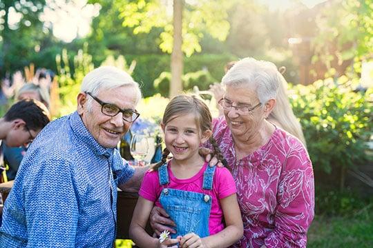 Deux tiers des jeunes enfants sont gardés au moins occasionnellement par leurs grands-parents