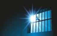 La ministre de la Justice Nicole Belloubet veut s'attaquer à une surpopulation carcérale record, avec le plan prison qu'elle a présenté mercredi 12 Septembre, qui devrait selon elle permettre de réduire d'environ 8 000 le nombre de détenus.