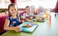 """L'Assemblée nationale a donné son feu vert vendredi 14 septembre à """"l'expérimentation"""" d'un menu végétarien dans les cantines scolaires """"au moins une fois par semaine"""" et """"pour une durée de deux ans"""", malgré l'avis défavorable du gouvernement."""