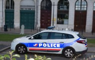 Lancée en grande pompe il y a sept mois, la police de sécurité du quotidien (PSQ) promet de lutter contre la délinquance et de rapprocher les forces de l'ordre de la population. Mais appliquée à une cité sensible ou à un quartier pavillonnaire, l'équation n'est pas la même.