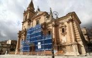 Quelles sont les règles régissant les modalités d'affichage publicitaire sur les monuments historiques ?
