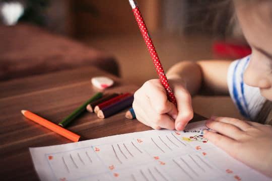 Refonder l'évaluation du système éducatif : un rapport livre des pistes