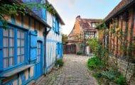 Le monde rural évoque d'abord les difficultés socio-économiques chez l'ensemble des Français, alors que les ruraux eux-mêmes l'associent en priorité à la qualité de vie