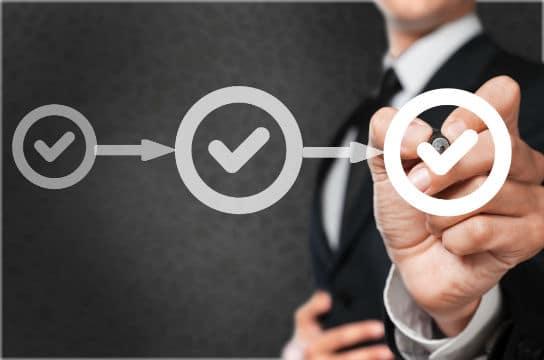 À quelle étape de la procédure l'acheteur peut-il faire régulariser les offres irrégulières?