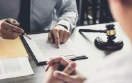 À quel moment de la procédure faut-il apprécier la candidature d'une entreprise en redressement judiciaire ?