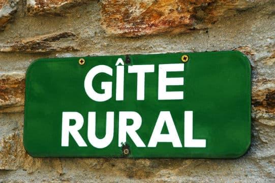 Les maires ruraux veulent développer le potentiel touristique des campagnes avec Airbnb