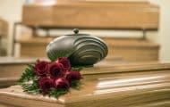 Le secteur des services funéraires manque de transparence selon la Cour des comptes