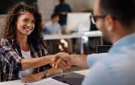 Le gouvernement décrète l'extension du dispositif des « emplois francs »