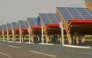 Près de 18 000 zones délaissées et parkings pourraient accueillir des panneaux solaires, selon l'Ademe