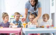 Crèches : les élus locaux plaident pour un report de l'augmentation de la participation financière des familles