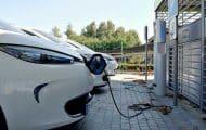 Le gouvernement annonce des aides aux bornes de recharge pour véhicules électriques