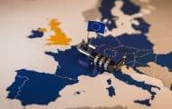 Quelle publicité effectuée pour des marchés inférieurs aux seuils européens présentant un intérêt transfrontalier certain ?