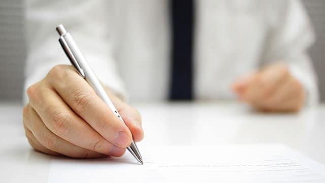 Le principe de loyauté contractuelle s'applique à la passation d'avenants irréguliers