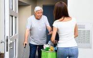 Personnes âgées à domicile : bientôt un seul formulaire pour demander une prestation