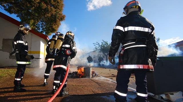 L'Anses recommande d'améliorer la prévention des risques sanitaires pour les sapeurs-pompiers