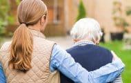 Quatre millions de personnes aident un senior au quotidien