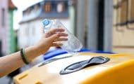 """Consigne plastique : l'Assemblée laisse du temps aux collectivités, """"point d'étape"""" en 2023"""