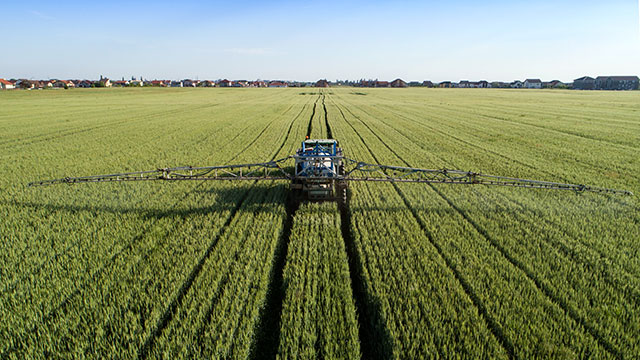Distances d'épandage : rejet du recours d'urgence des maires anti-pesticides