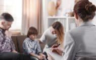 """Protection de l'enfance : négociations pour """"rénover"""" le métier d'assistant familial"""