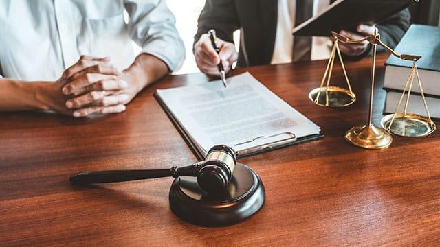 Quelle juridiction est compétente si la passation est contestée pour des questions de droits de propriété intellectuelle ?