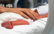 La présence des parents autorisée auprès des enfants nés prématurés