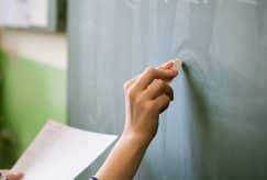 Les négociations sur le salaire des professeurs vont reprendre d'ici