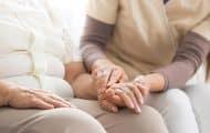 Soins aux personnes âgées : les sous-effectifs plus marqués en France